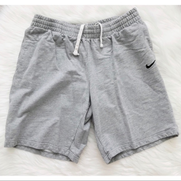 Nike Men s Cotton Shorts. M 5a99b5ad8290af89529f574f 5e2284396422
